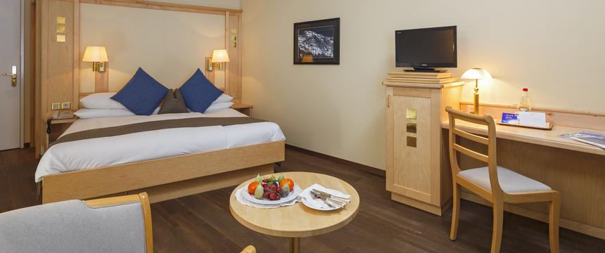 Switzerland_Wengen_Hotel-Beausite-Park-Jungfrau-Spa_twin-bedroom2.jpg
